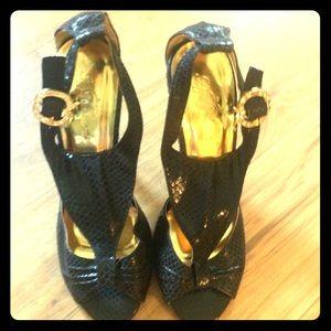 🔥MARKED DOWN🔥Apple Bottom snake print heels